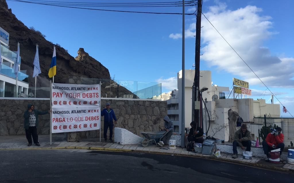 Noisy demonstration by construction workers outside Puerto Rico hotel