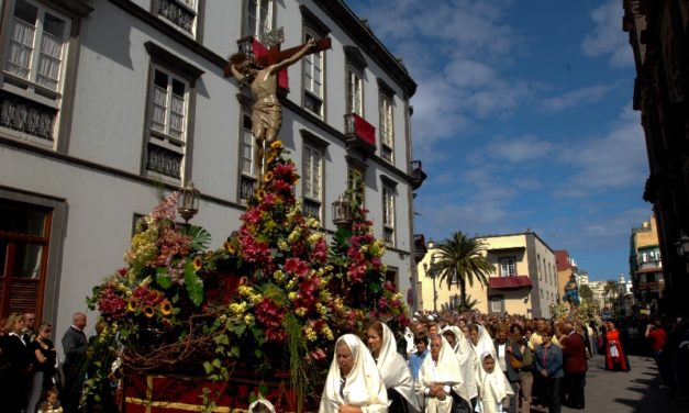 Easter week – Tradtional religious processions around the old quarter of Las Palmas