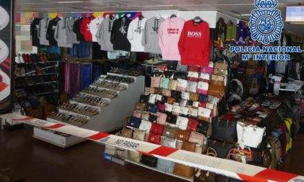 Six men detained for selling fashion counterfeits in Playa del Inglés