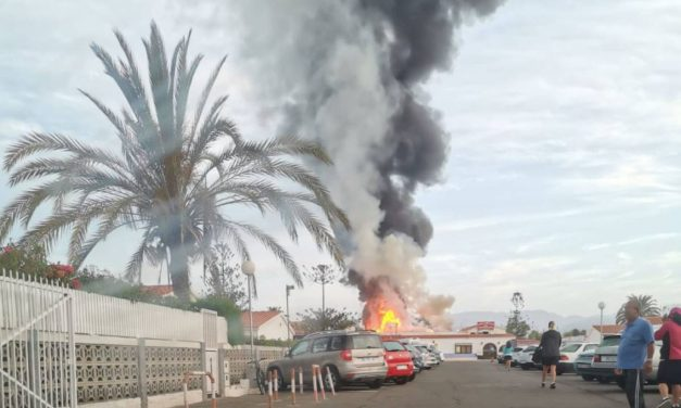 Fire in Playa del Inglés ´Los Arcos´