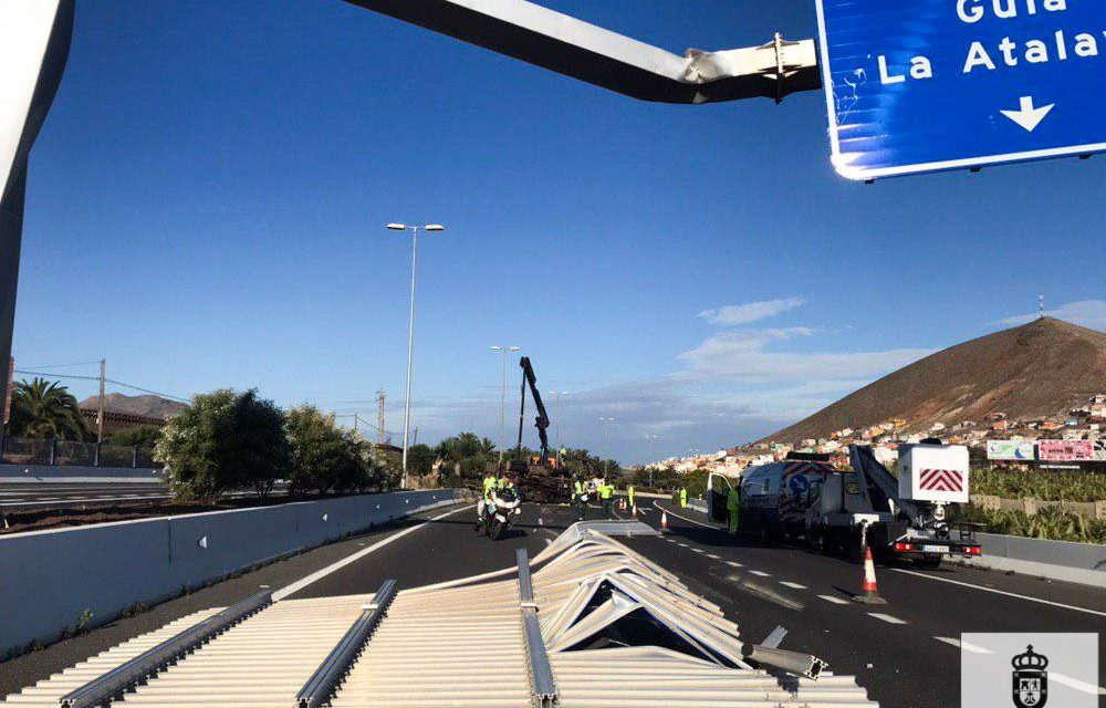 Truck overturns after impact with motorway sign on GC2