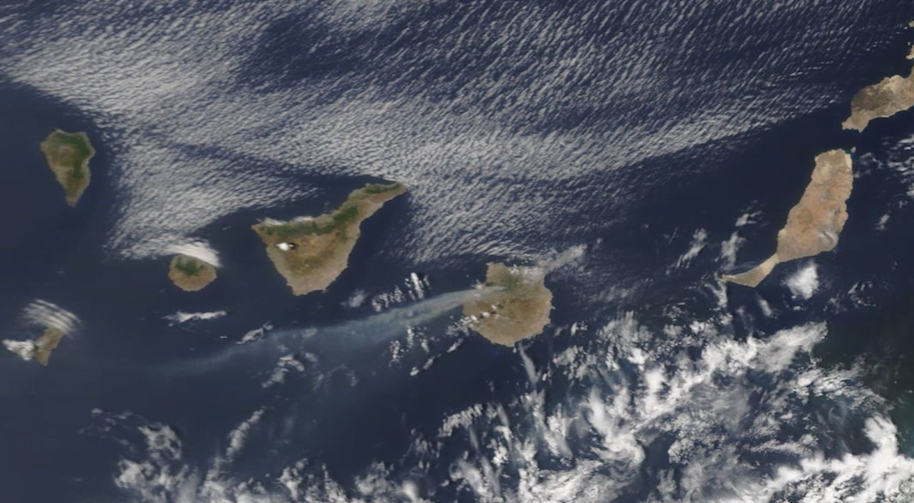 The smoke from Gran Canaria is again visible from space