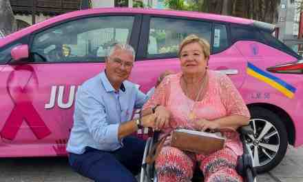 A pink taxi against breast cancer