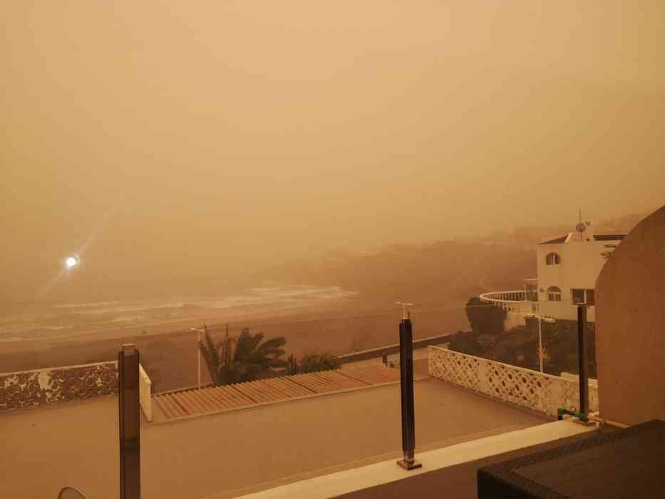 Calima and Wind to continue for another few days, with possibility of rain showers to follow