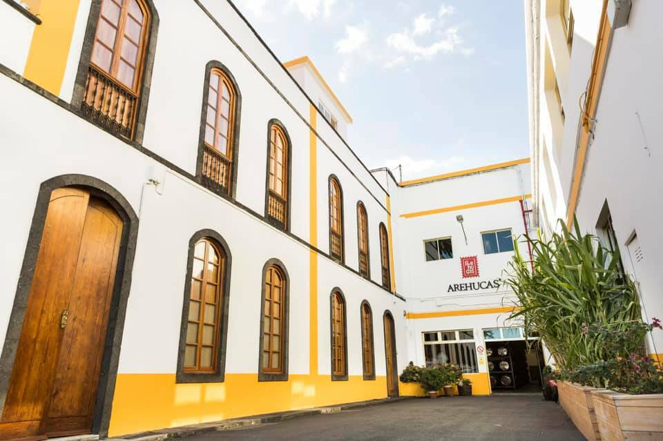 Arehucas halts production and dedicates factory to distilling sanitary alcohol