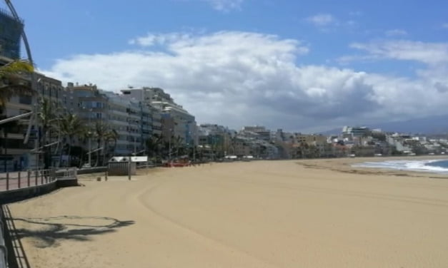 New pedestrian signs along Las Canteras promenade and the beaches of Las Palmas de Gran Canaria