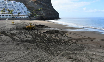 Mogán thoroughly cleans and aerates the beach sands of Gran Canaria's sunny South West coast