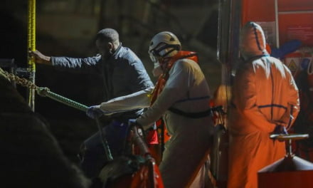 33 people rescued in a boat adrift 6 nautical miles from Gran Canaria