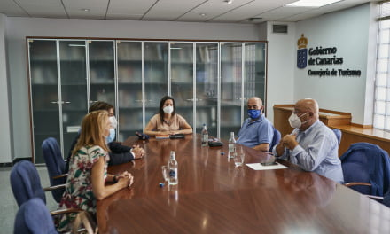 Canary Islands Tourism Minister meets with the local tourism bosses about safe corridors and COVID-19 tests