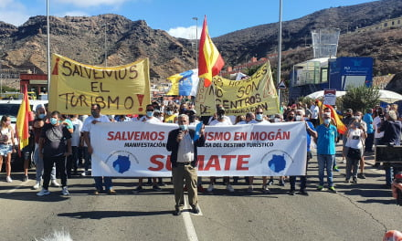 "Puerto Rico de Gran Canaria protest march to ""Save Tourism"" and remove migrants"