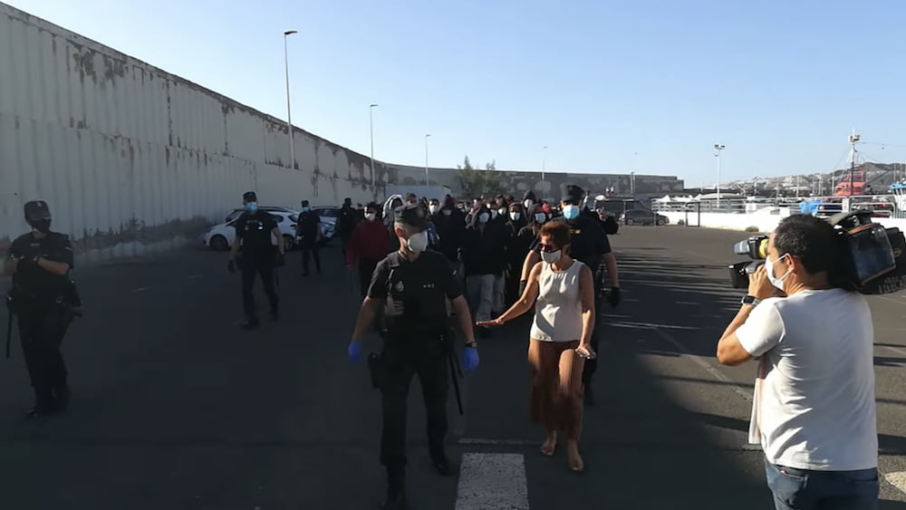 Migrants marched from port leads to confusion in Arguineguín