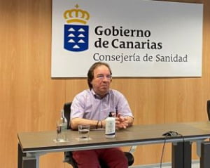 Warm weather and sunshine does not stop covid says Amós García Rojas