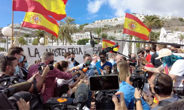 """Cara al Sol – Fascism marches with its """"face to the sun"""" as far-right vox party protest against migrants in Puerto Rico de Gran Canaria"""
