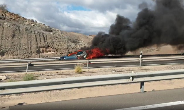 A serious car fire on the GC1 highway near Arguineguín on the south west of Gran Canaria