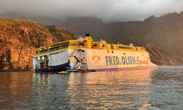 Stranded Fred Olsen ferry, the Bentago Express, spends fifth day aground at Agaete harbour