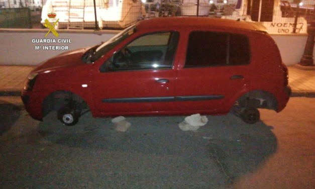 Guardia Civil from Puerto Rico de Gran Canaria identify and charge suspects in two separate thefts over the easter holidays