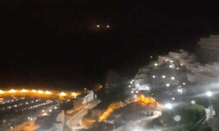 Two distress flares fired out at sea, off the coast of Puerto Rico de Gran Canaria