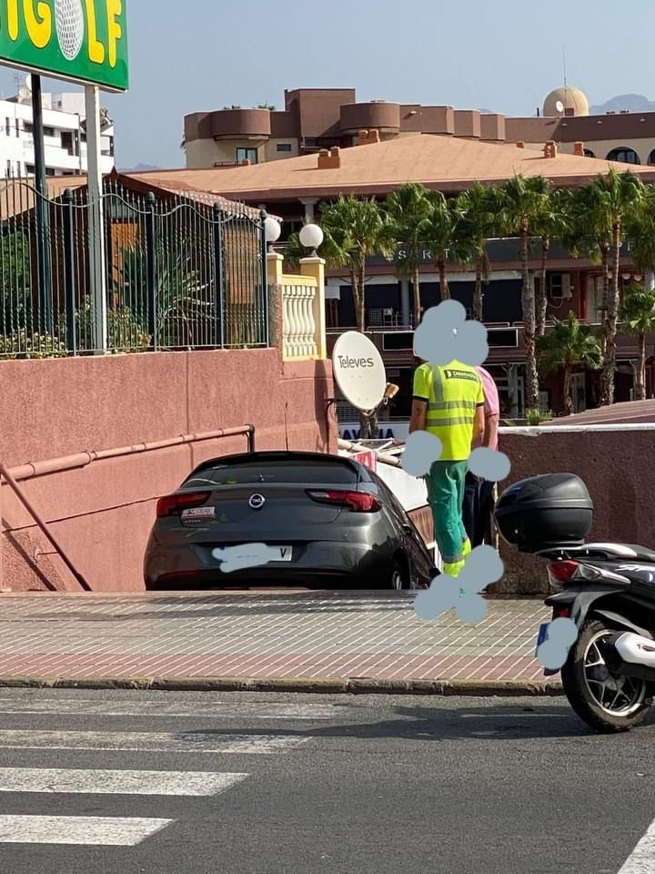 One wrong turn in Playa del Inglés leads to some extraordinarily bad parking