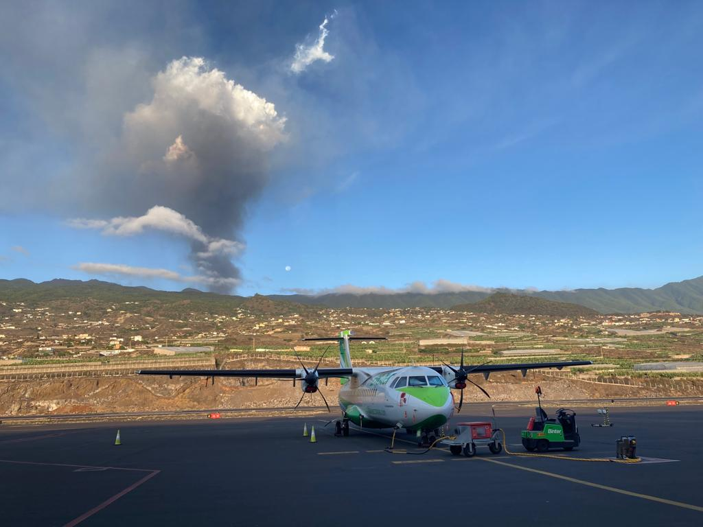 La Palma flights are being disrupted this Friday due to volcanic ash cloud