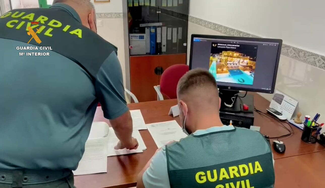 Guardia Civil shut down a Canary Islands network that scammed at least 60 people with false vacation rentals