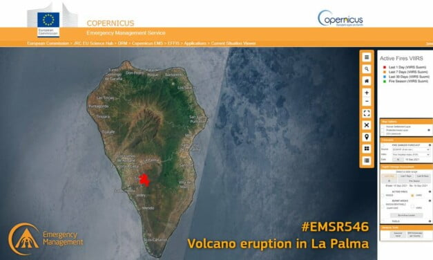 The lava of La Palma flows towards the sea, as 5,500 evacuated from 2km exclusion zone
