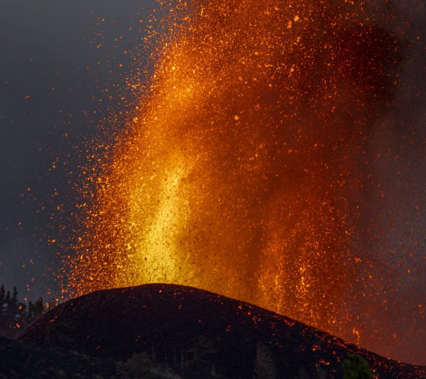 La Palma eruption intensifies and could last 24 to 84 days, INVOLCAN estimate